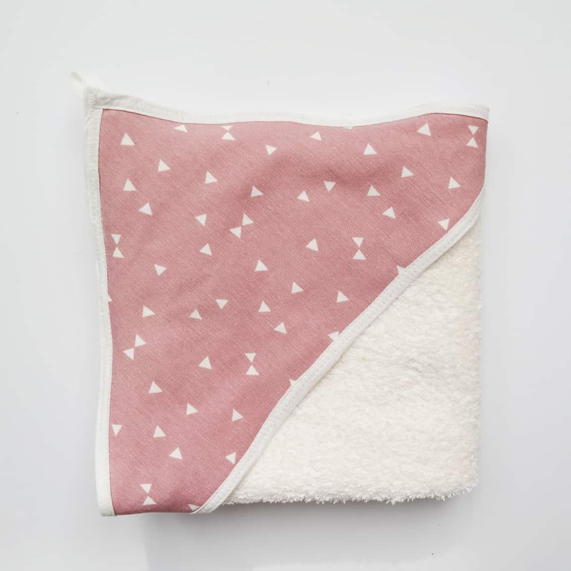 ecru badstof badcape met roze voor na het badderen