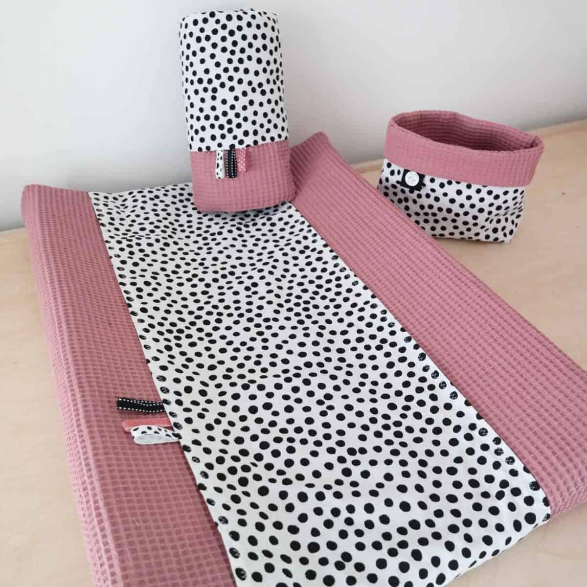 Aankleedkussenhoes warm roze met stippen