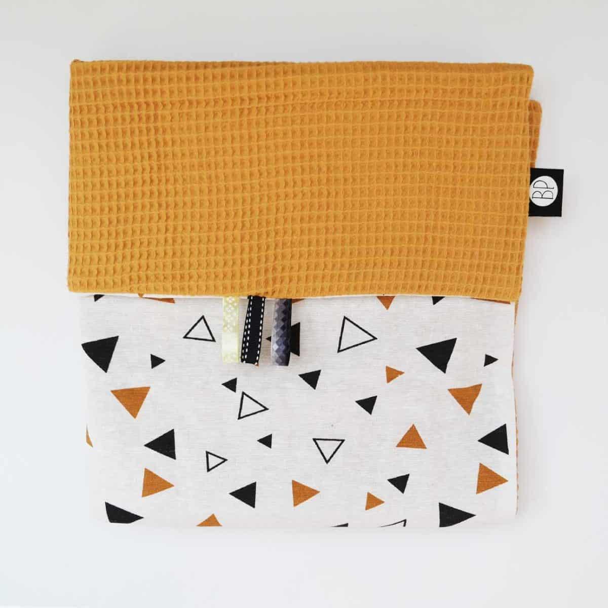 Wafel deken oker driehoekjes zwart wit