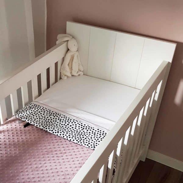 Babydeken minky roze met stippen print