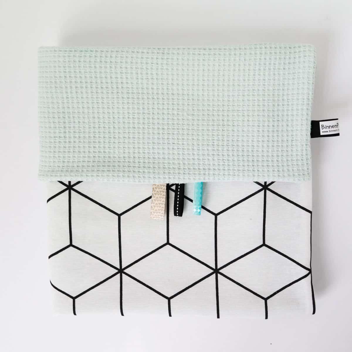 Babydeken wafel mint met zwart wit kubus print