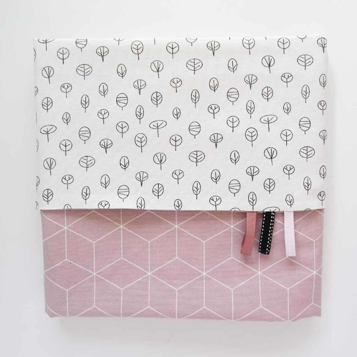 Babylaken roze kubus met boompjes