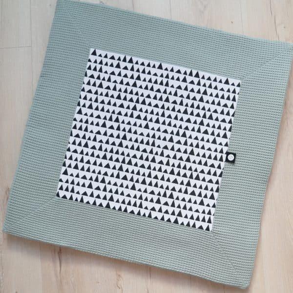 Vierkant boxkleed op maat van de box in oud groen en zwartwit print