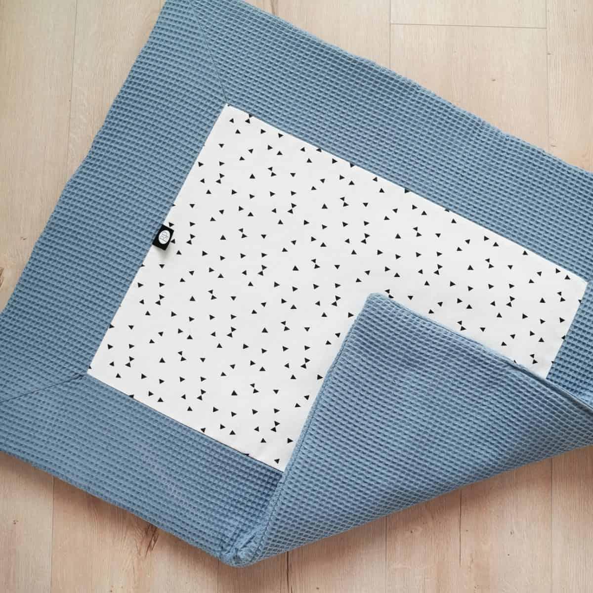 boxkleed in wafel oud blauw driehoekjes boxkleed op maat van de box