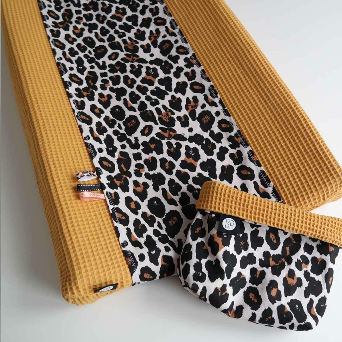 Omkleedkussenhoes luipaard wafel oker