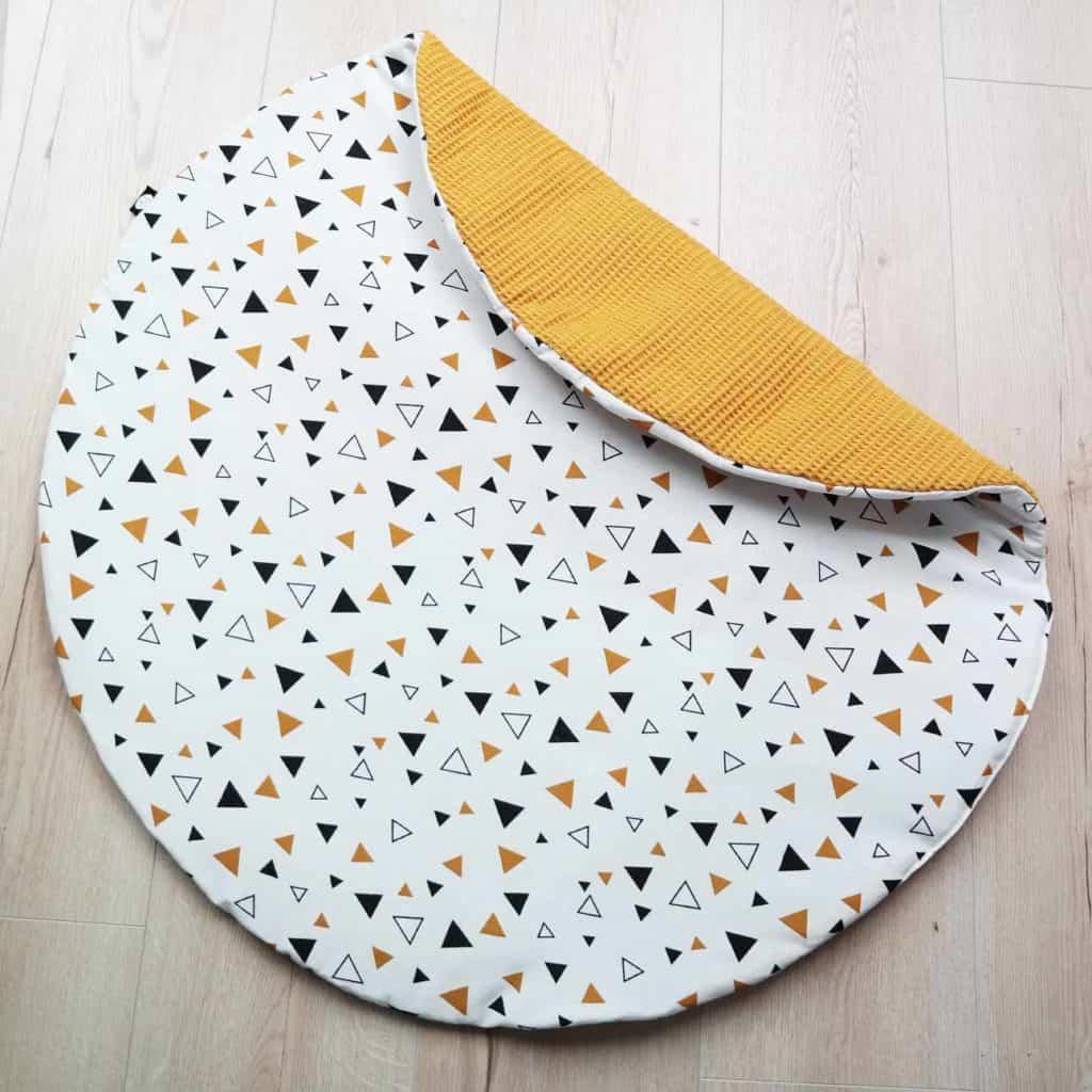 Rond boxkleed okergeel wafelstof met driehoekjes