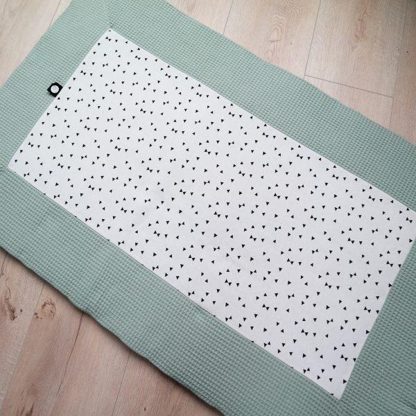 Tweelingboxkleed op maat van de box in oud groen met zwart wit print