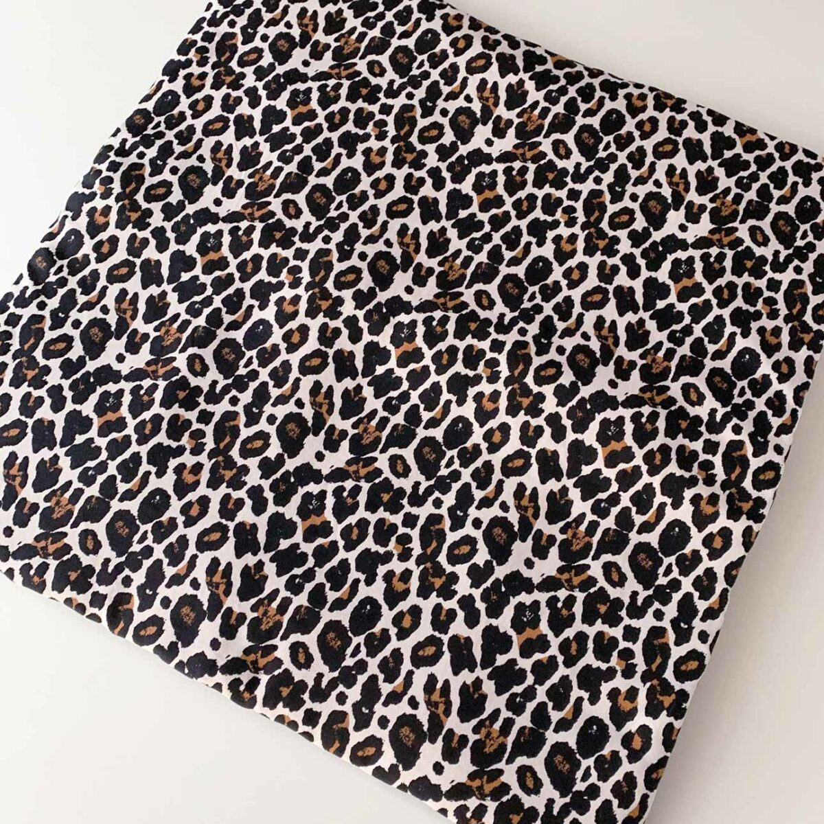 Vierkant boxkleed luipaard op maat