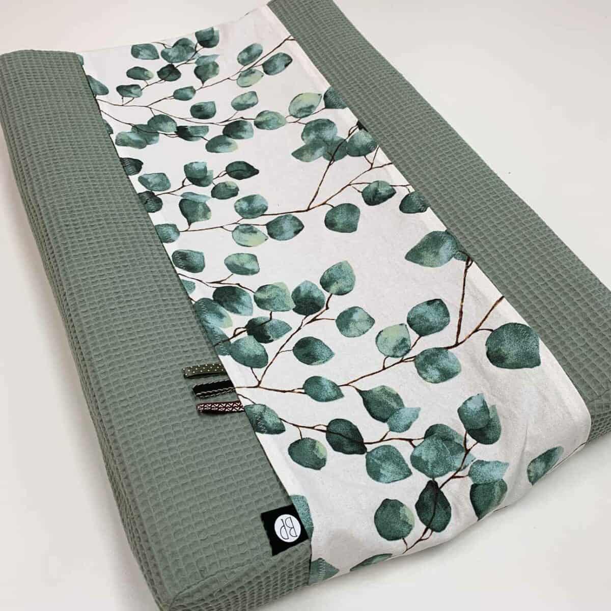 Waskussenhoes voor baby in wafel groen met eucalyptus print