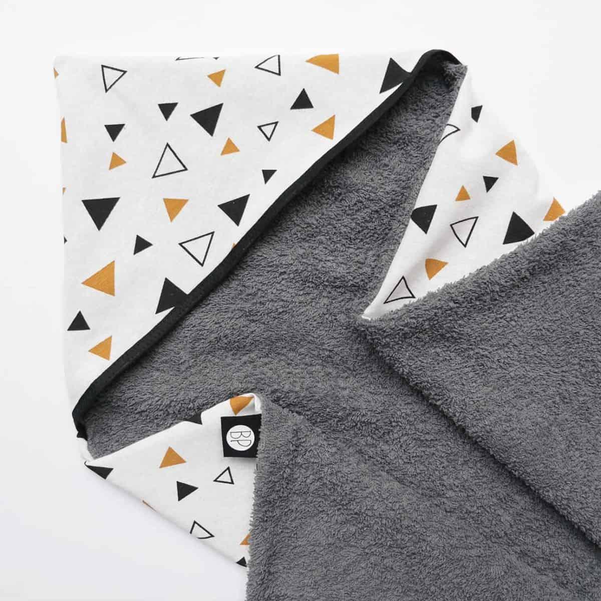 Wikkeldoek badstof grijs triangle okergeel