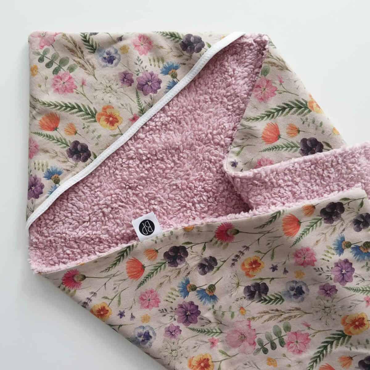 Wikkeldoek met bloemen en teddy stof w