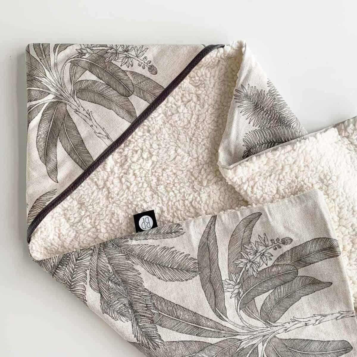 Wikkeldoek teddy ecru met palmboom print