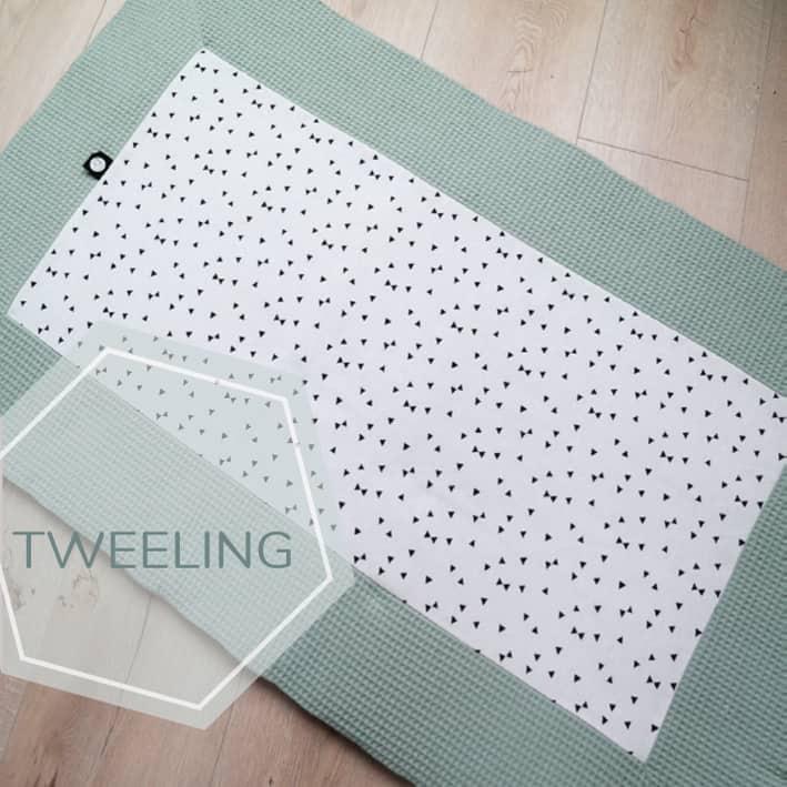 Tweeling boxkleed op maat van de box in oud groen en zwart wit print