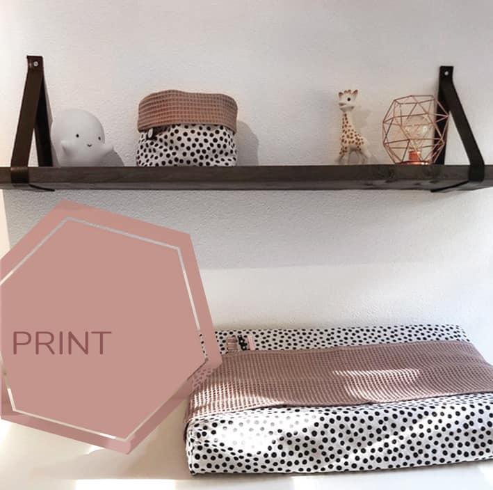 omkleedkussenhoes in zwart wit print met roze wafelstof