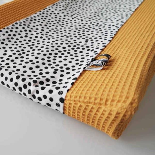 Aankleedkussenhoes wafel oker dots