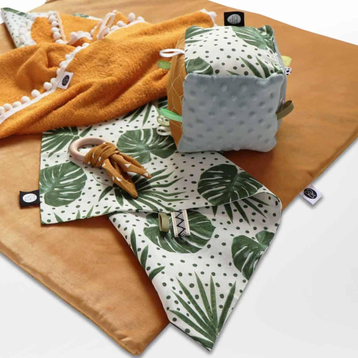 Vierkant boxkleed velvet oker op maat