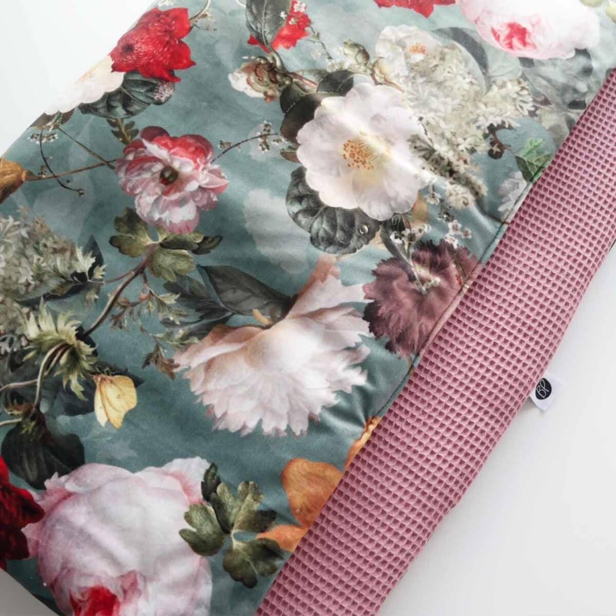 Velvet boxkleed met bloemen